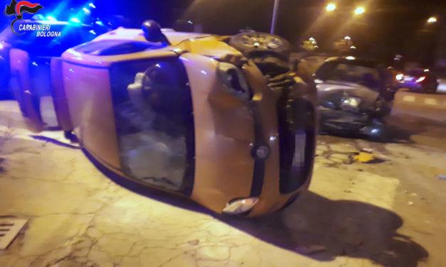 I carabinieri salvano una donna incastrata nella sua auto dopo un incidente