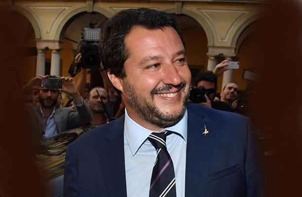 """Salvini loda la Sangiorgi """"perché si è dimessa per non morire burattina del Pd"""""""