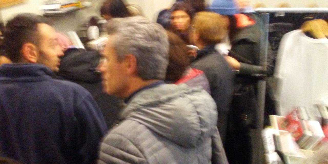 Oltre un centinaio di persone in fila dal mattino presto per i biglietti di Vasco