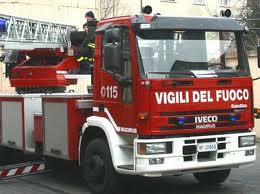 Si butta nel Santerno per salvare il cane in acqua, salvati dai vigili del fuoco