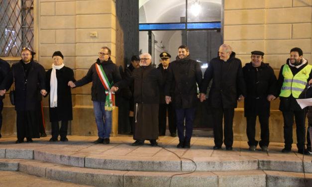 """""""Abbraccio alla Città"""" in piazza XX Settembre col cardinale Zuppi"""