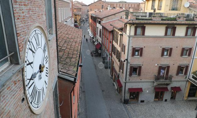 Rintocchi a ogni ora, dalle 8 alle 21, per l'orologio del Comune durante le feste