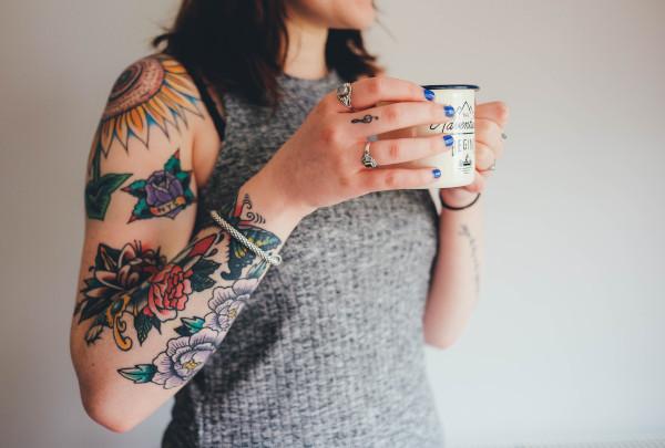 Curare la pelle dopo un tatuaggio: qualche consiglio