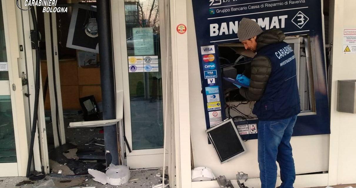 Fanno saltare un bancomat con un ordigno artigianale, indagini dei carabinieri