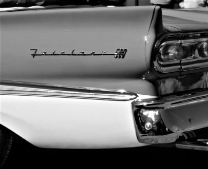 """CarGurus ricorda le auto di """"La Dolce Vita"""" per i 100 anni dalla nascita di Federico Fellini"""