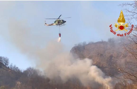 Borgo Tossignano, un incendio ha distrutto ettari di bosco tra i calanchi