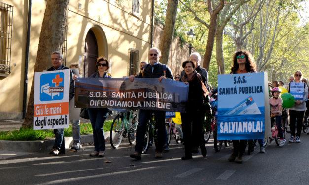 Il caso Lucio Pastore, il medico che lotta contro la privatizzazione della sanità