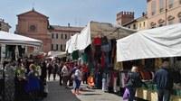 Coronavirus, sospesi i mercati ambulanti, norme speciali per le parrucchiere