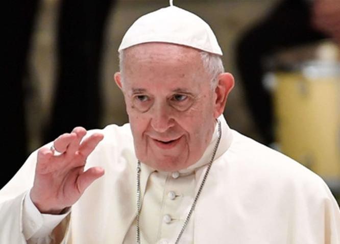 Papa Francesco prega in piazza San Pietro con la possibilità di indulgenza plenaria