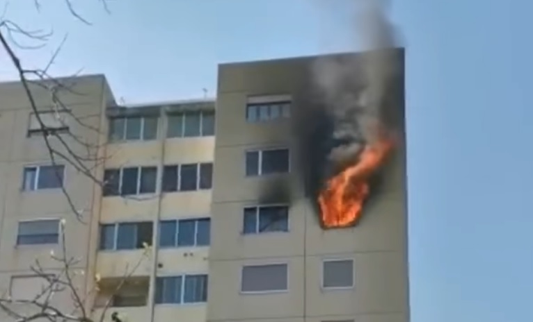Incendio a Castel Maggiore, palazzo di 11 piani evacuato