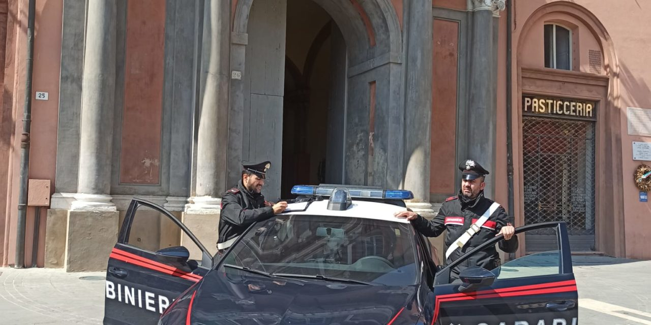 """""""Non ce la faccio più, ho fame"""", e i carabinieri portano le pizze a 2 donne"""