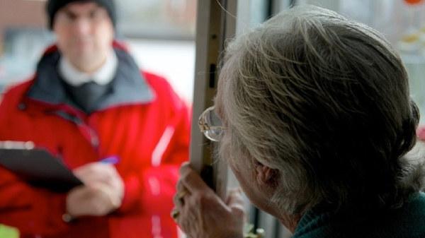 Attenti alle truffe di falsi diaconi e volontari della Croce Rossa