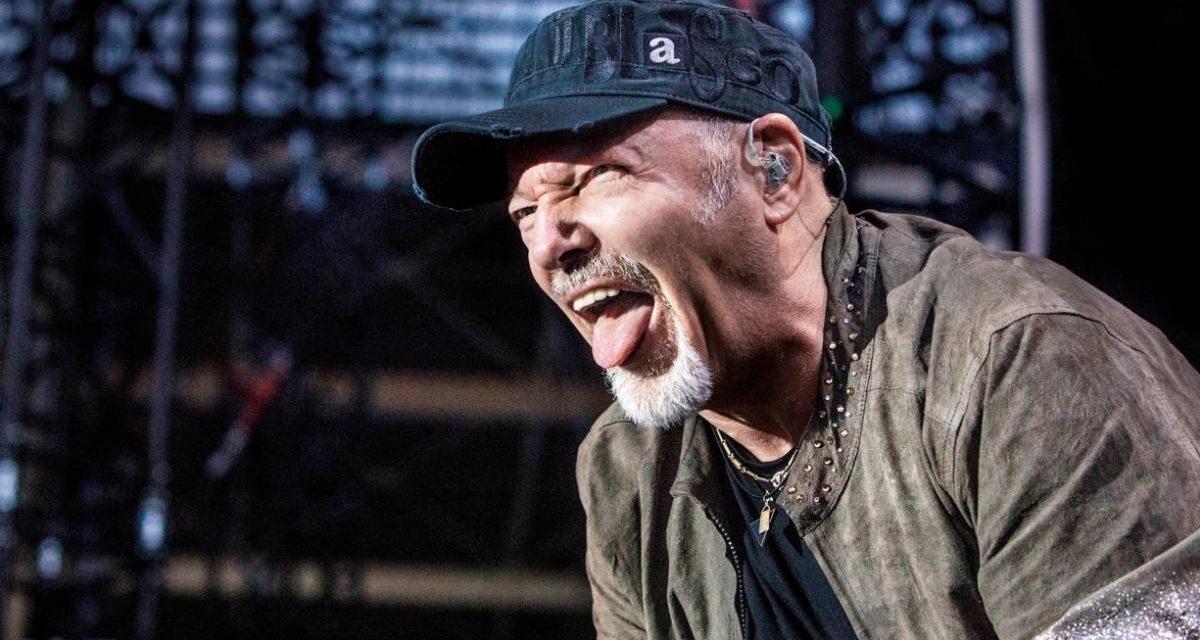 Rossi, Cremonini, Pearl Jam, la stagione dei concerti slitta al 2021
