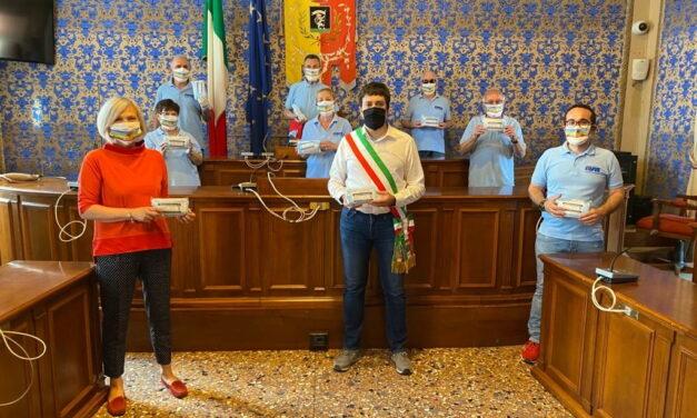 L'Avis dona 500 mascherine per ai cittadini in difficoltà