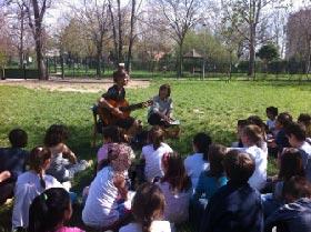 Ultimo giorno di scuola insieme nei parchi, si apre il dibattito