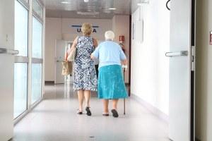 La scelta elvetica: se mancano posti letto non si curano gli anziani