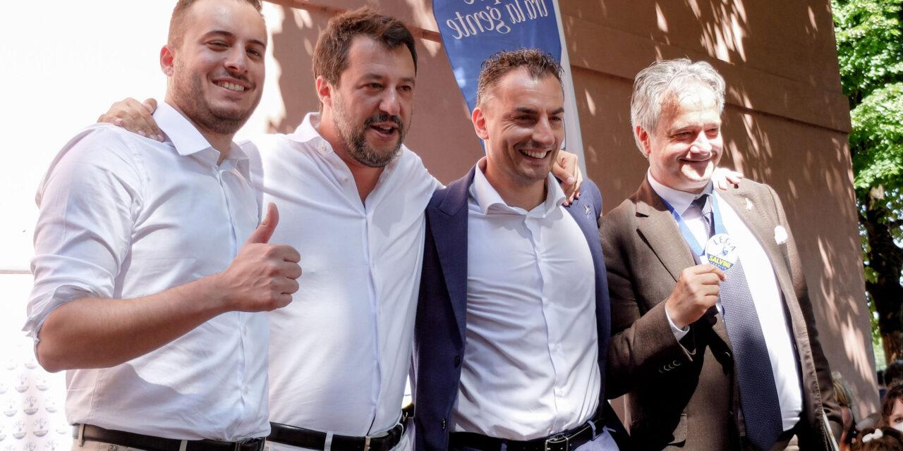 """Offese di Salvini contro il governo, """"per i selfie salite sul palco da Destra"""""""