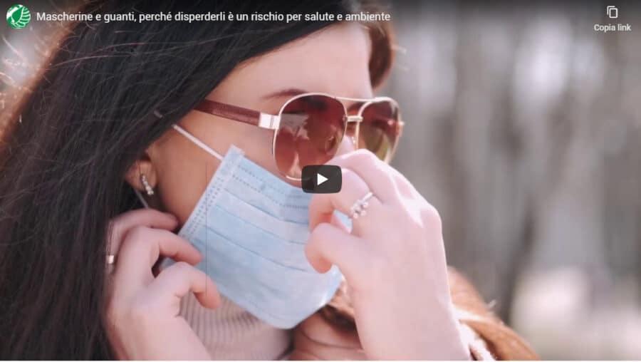 Mascherine e guanti, perché disperderli è un rischio per salute e ambiente