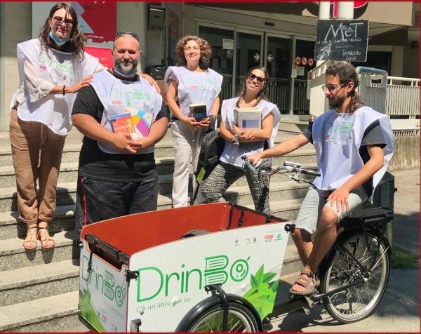 """""""Drinbò"""", a Bologna un servizio di consegna di libri ecologico e a domicilio"""