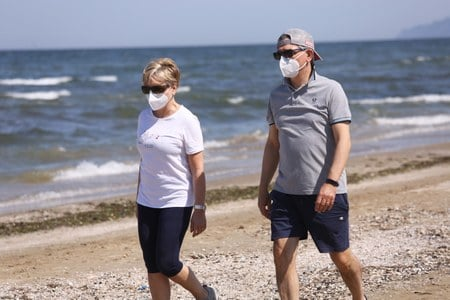 Coronavirus (20 agosto): nessun decesso e 52 positivi, ma preoccupa la situazione italiana
