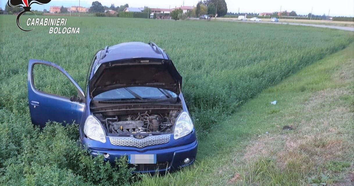 Perde il controllo dell'auto che si ribalta, muore il conducente di 35 anni