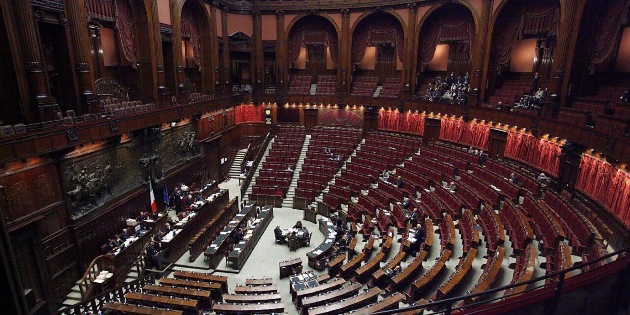 Referendum per ridurre i parlamentari: alcuni pareri per il Sì e altri per il No