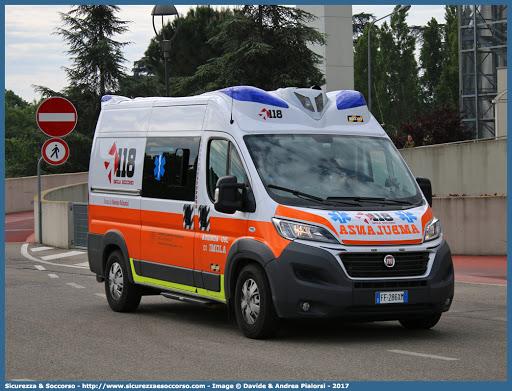 Partorisce una bambina in ambulanza prima di arrivare in ospedale