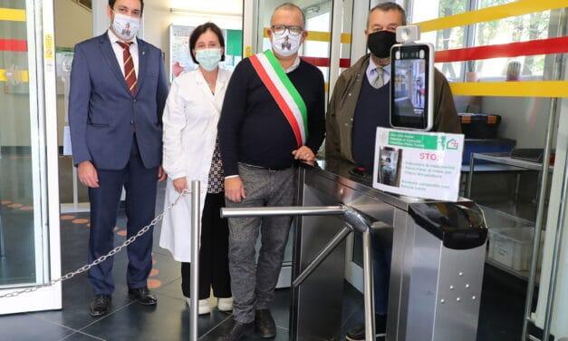 Robopac dona all'ospedale di Castello dispositivo per febbre e mascherina