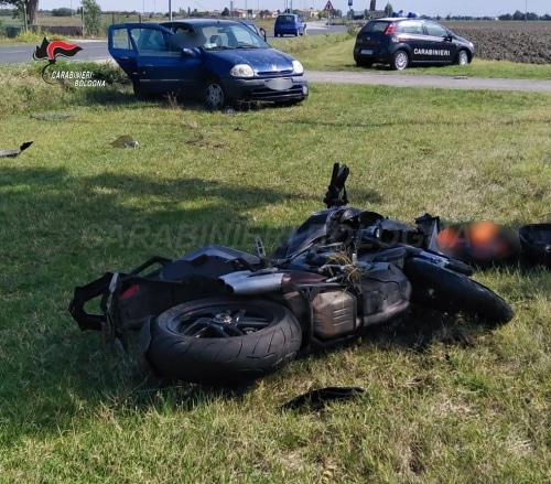 Scontro fra auto e moto, muore un centauro di 68 anni