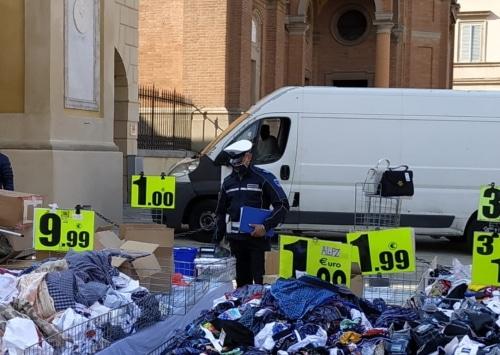 Castello, prima multa di 400 euro a un ambulante al mercato senza mascherina
