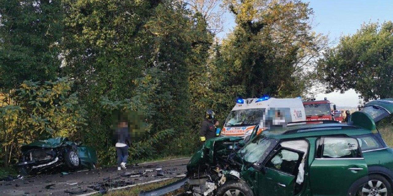 Incidente stradale terribile con tre auto, un minorenne in Rianimazione
