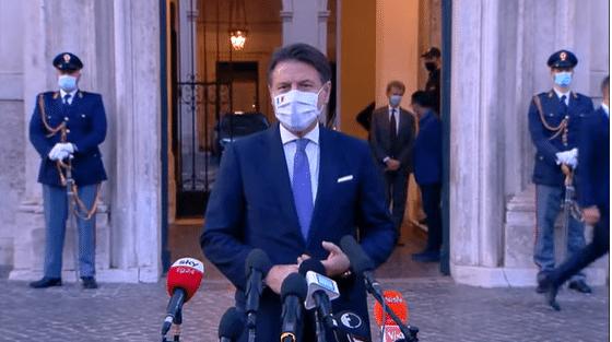 Il governo proroga lo stato d'emergenza sanitario e l'obbligo delle mascherine all'aperto