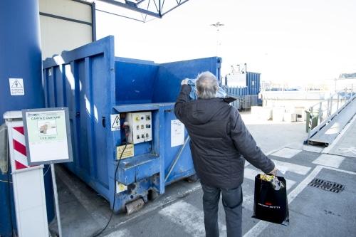 La stazione ecologica di Imola aumenta gli orari di apertura per ridurre le code