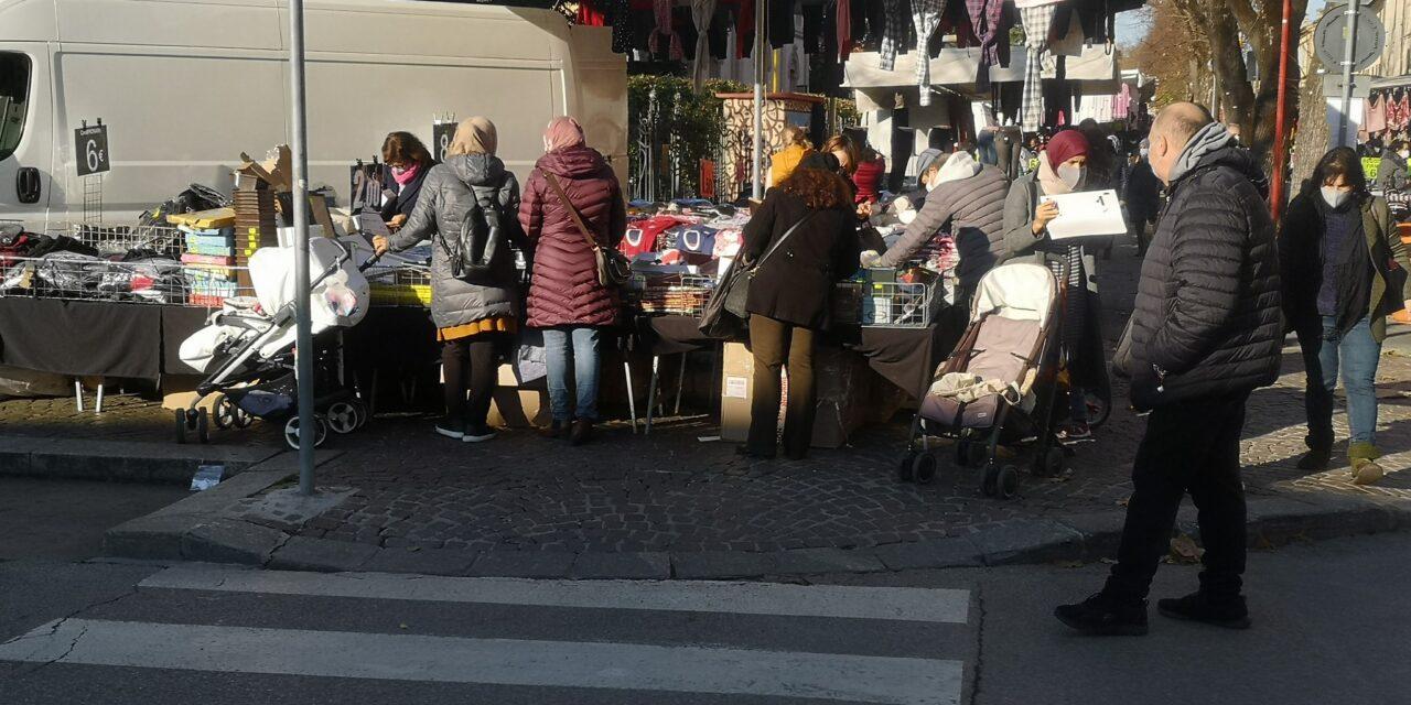 Sanzionare severamente i cittadini irrispettosi delle norme al mercato e fuori dai bar