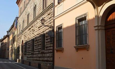 Palazzo Calderini riconvertito a uffici e piazza di Ponticelli riqualificata