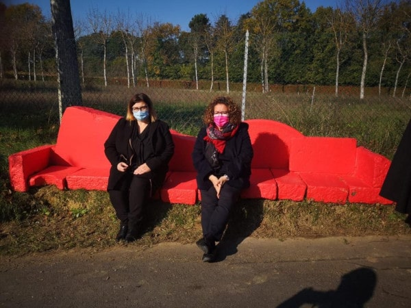 Faenza: scarpette rosse e installazioni contro la violenza sulle donne