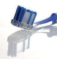 Come utilizzare correttamente lo spazzolino, il filo interdentale ed il collutorio