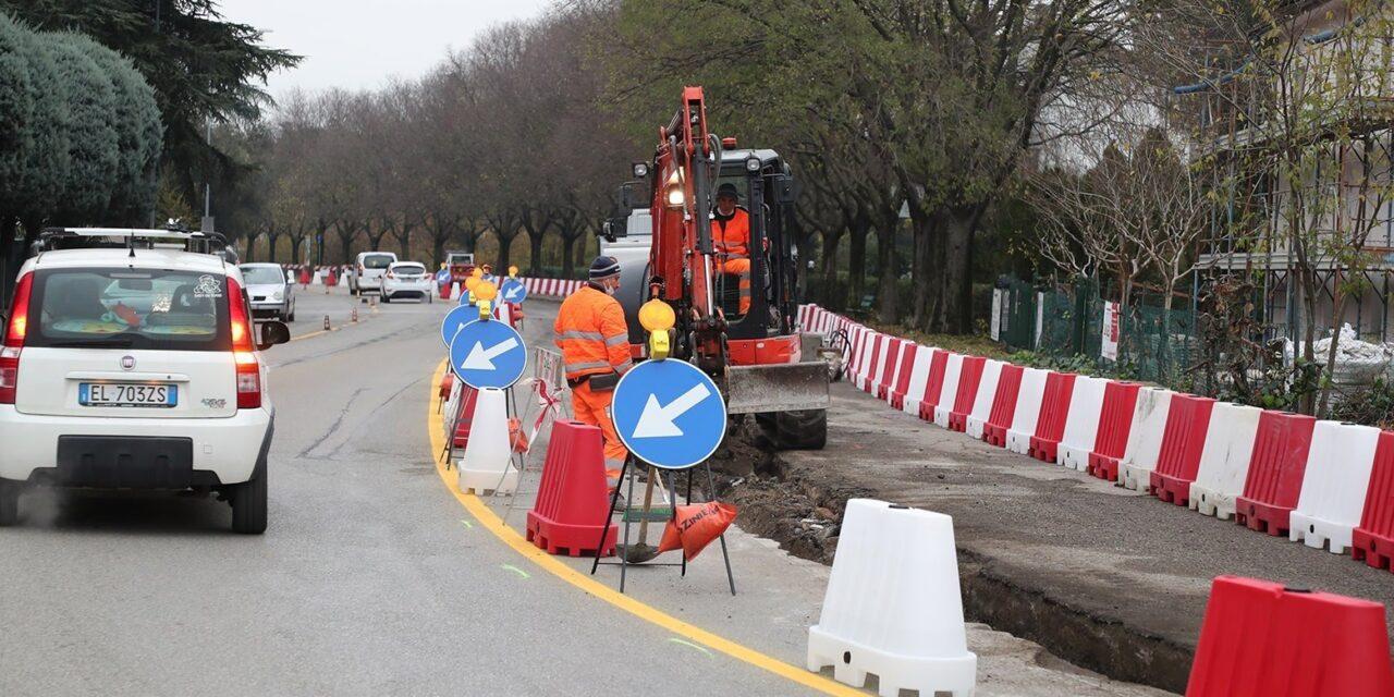 Viale D'Agostino, meno larghe le corsie stradali e sosta possibile ai lati
