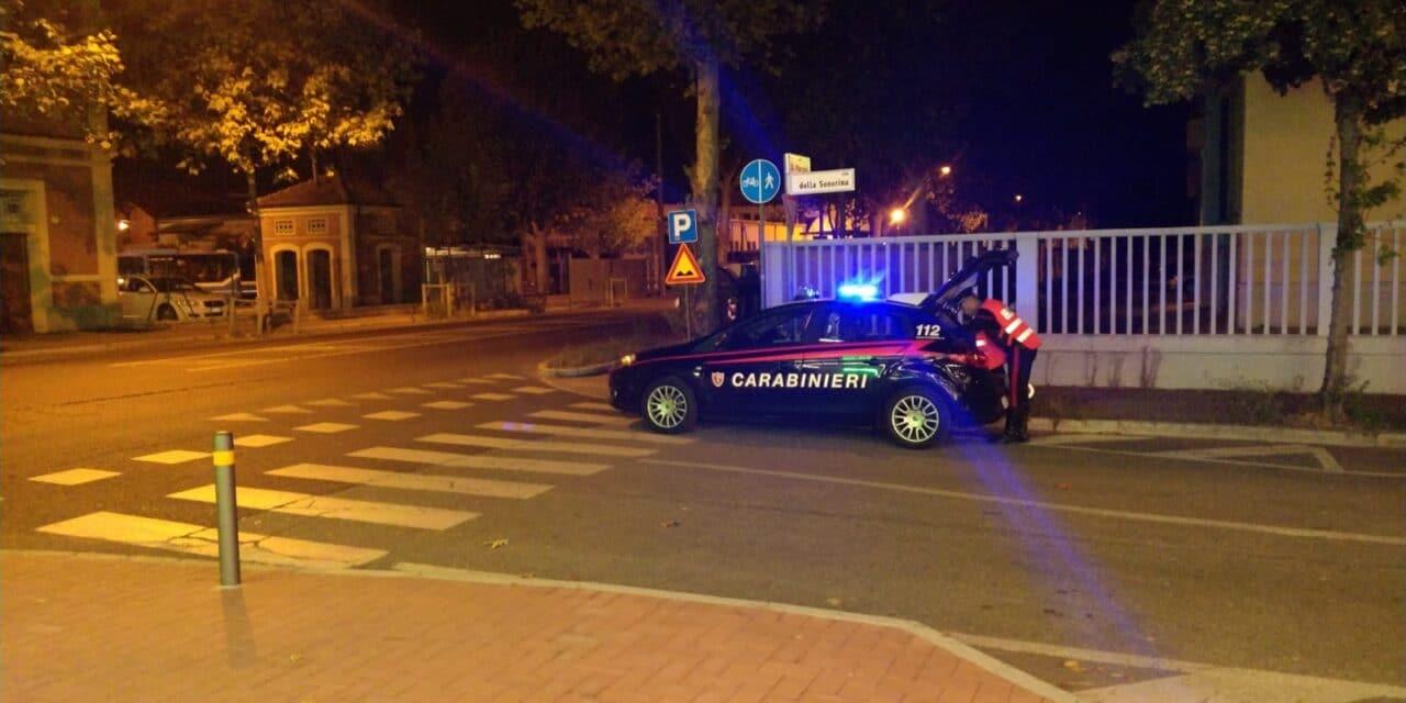 Di notte al volante ubriaco dice no all'alcol test: ritiro patente e auto sequestrata