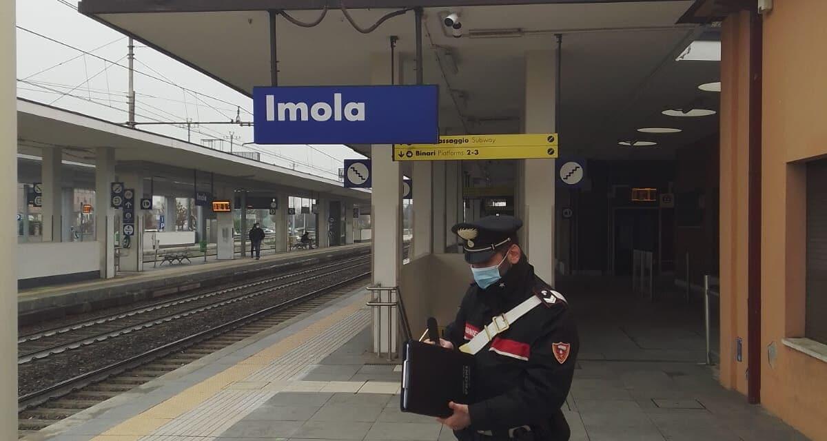 Dopo aver tentato una rapina, incendia parte della sala d'attesa della stazione