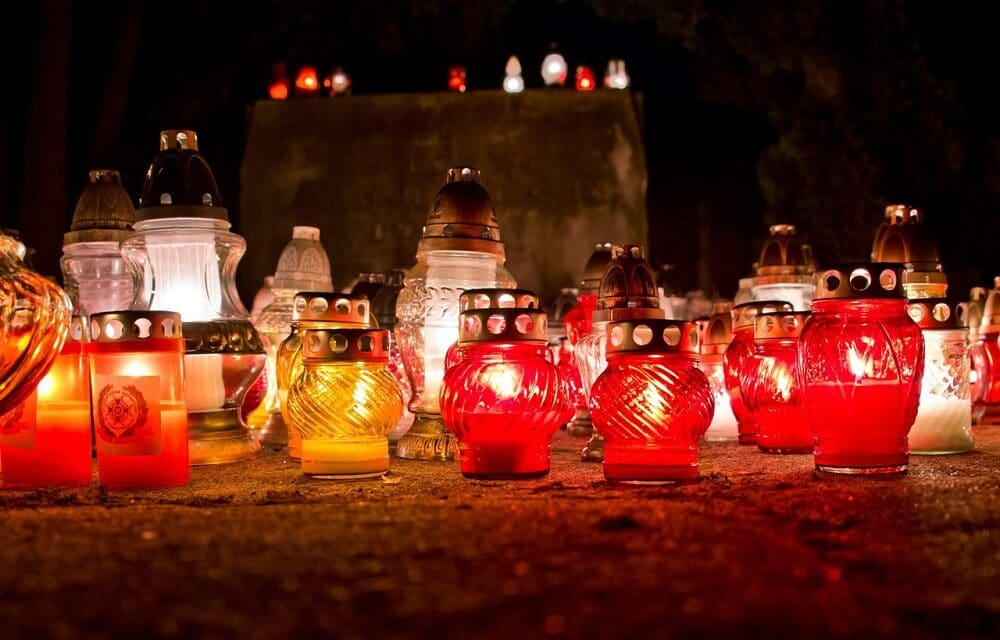 """""""Auguri sotto le finestre"""" per illuminare il Natale ai soli e agli studenti"""
