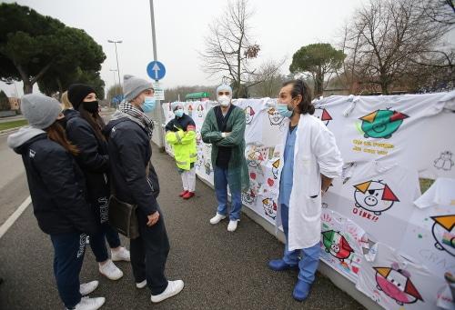 """Covid, ottanta magliette della Clai volley per """"abbracciare"""" l'Ospedale"""