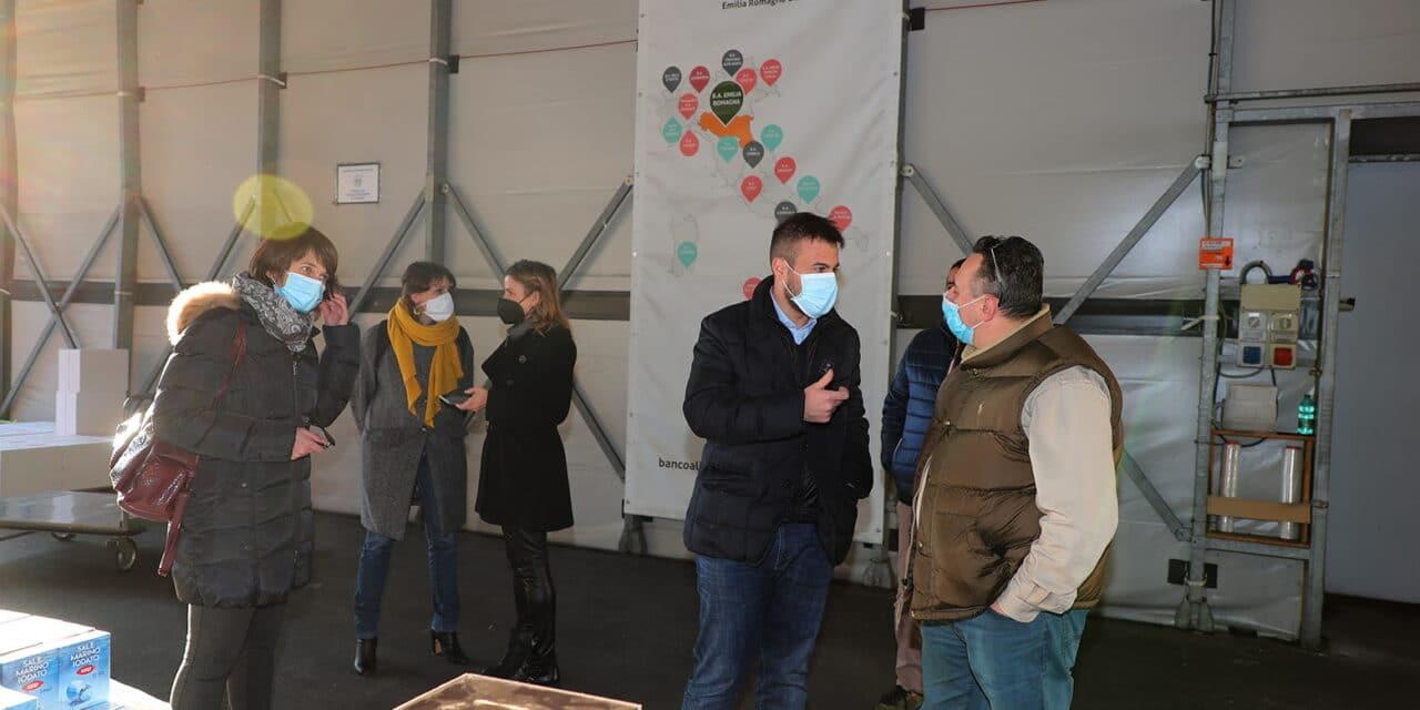 La giunta va al Banco Alimentare che presenta a Coop Leonardo i prodotti necessari
