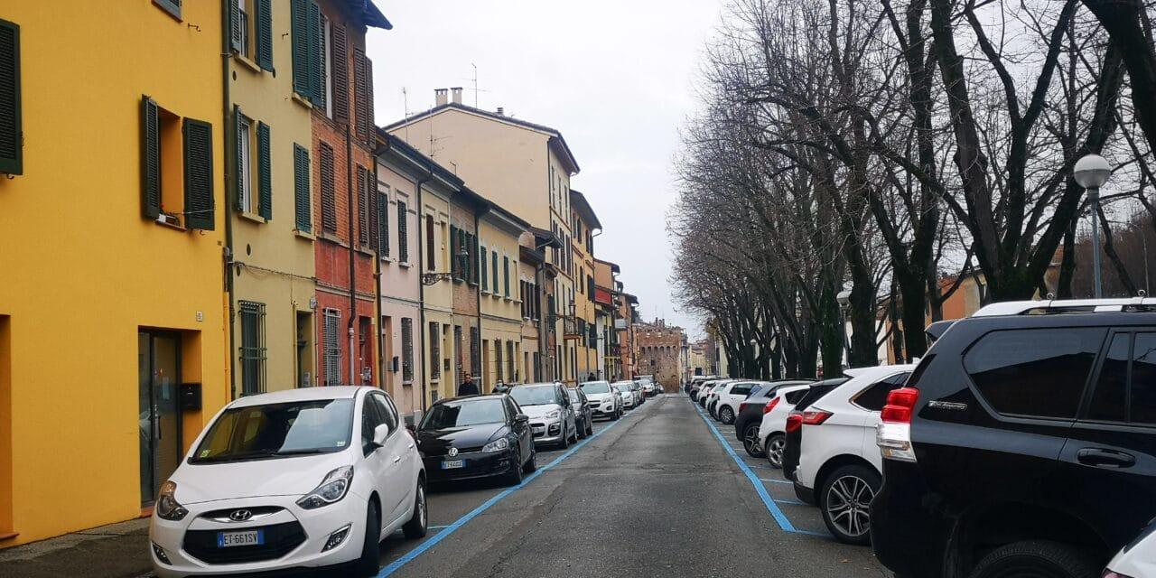 Parcheggi a sbarre e blu gratis in centro storico al pomeriggio nel periodo di festa