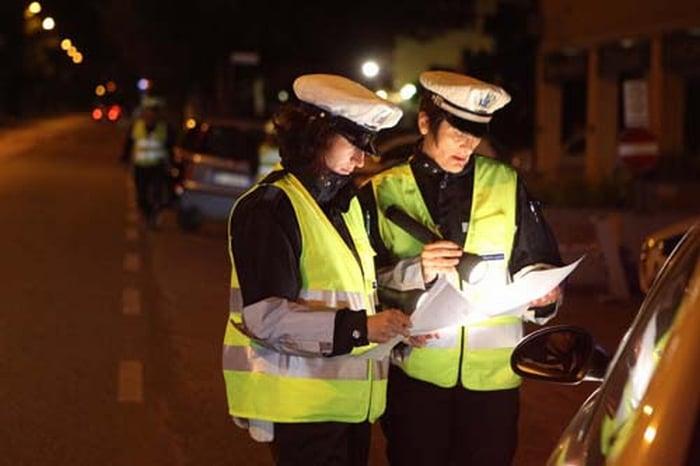 Due giovani donne falciate da un'auto in via Pirandello sulle strisce pedonali