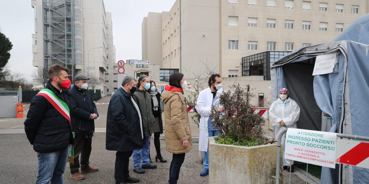 La vicepresidente della Regione Schlein in visita a personale e pazienti dell'Ospedale