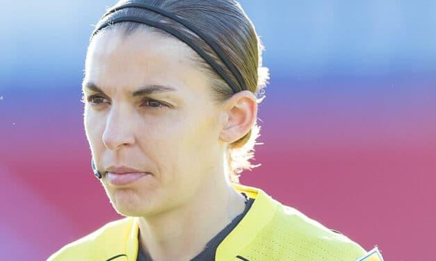 La signora Frappart, arbitro di professione