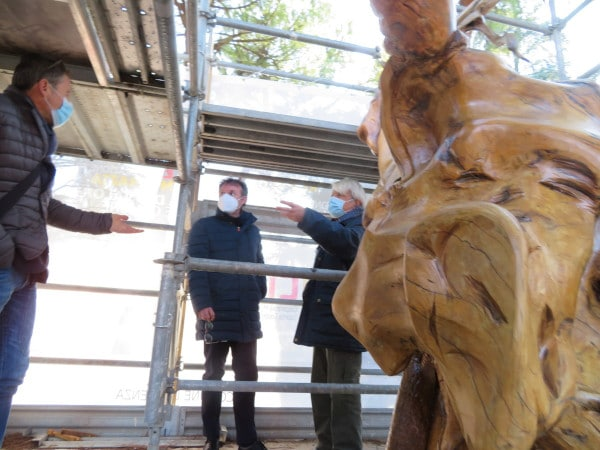 """Giorgio Galli: il suo """"alieno"""" di legno torna ad essere visibile a Faenza"""