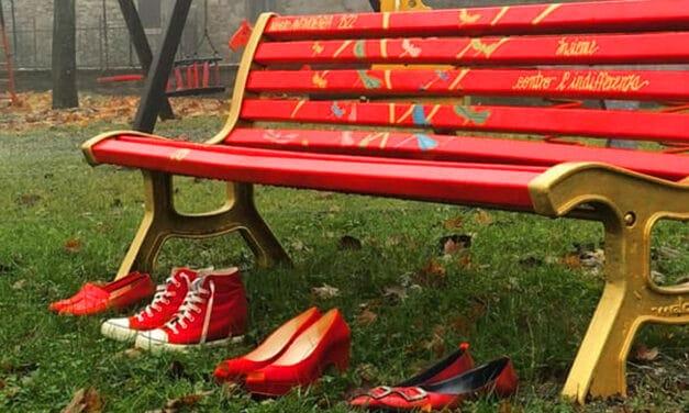 Panchina rossa fra via Togliatti e via Serraglio contro la violenza sulle donne