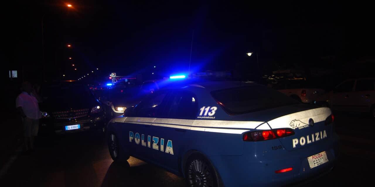 Tenta di picchiare la compagna e aggredisce pure i poliziotti: 44enne arrestato